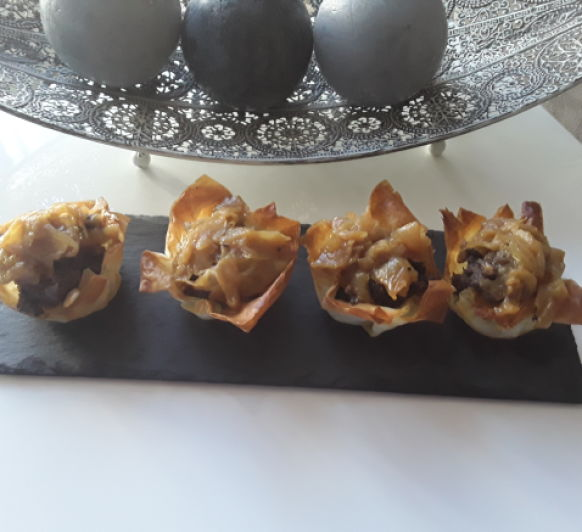 Cestas con morcilla,manzana y cebolla caramelizada